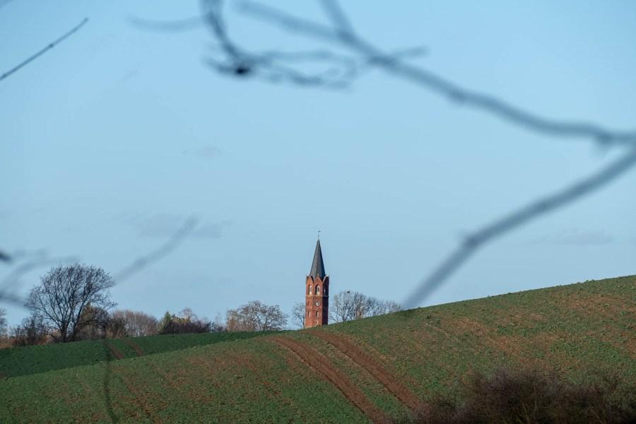 Der Kirchturm von Altkünkendorf.