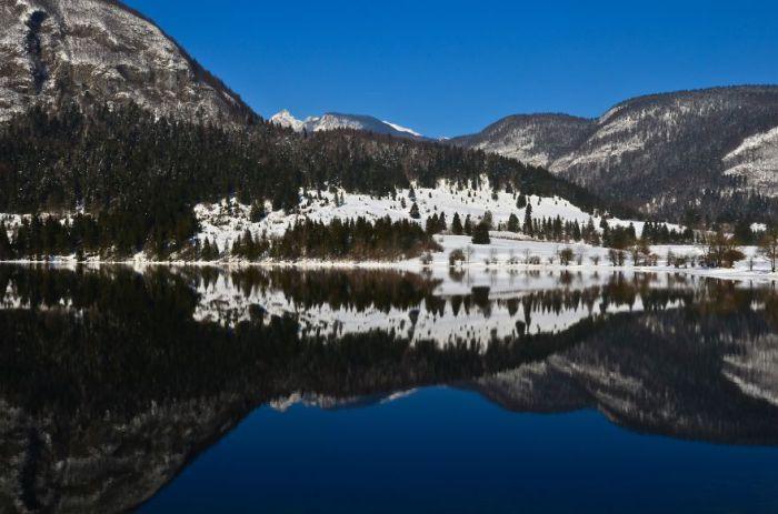 Снежные горы. Озеро Бохинь.