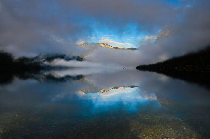 Туманные облака. Озеро Бохинь.
