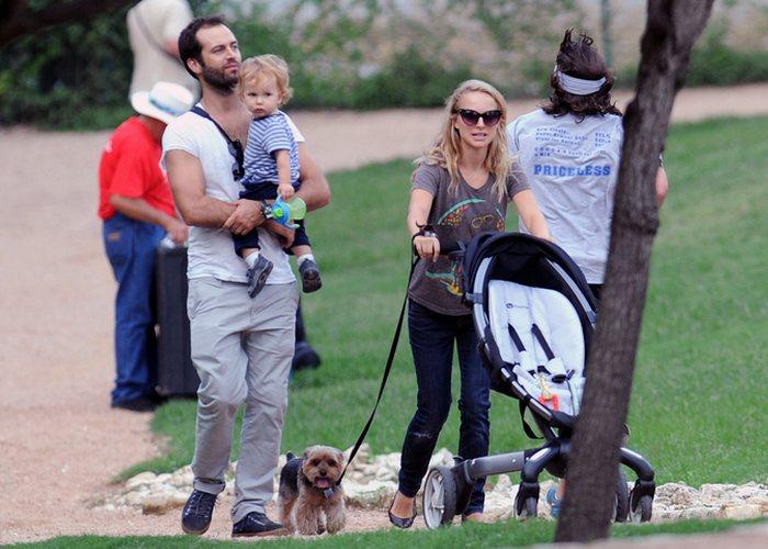 Звёздное семейство с сыном./ Фото: natalieportman.com