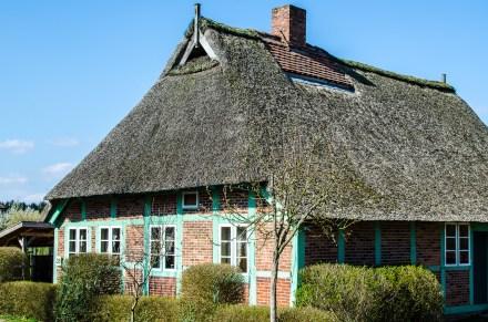 Die Rückseite des Handwerker- und Fischerhauses aus Drage im Freilichtmuseum am Kiekeberg  (Foto: Wera Wecker)