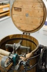 electrum - das Museum der Elektrizität: Dort werden Designstücke und skurrile Alltagsgegenstände präsentiert: Eine der ersten Waschmaschinen von Miele.