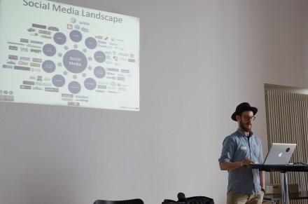 stARTcamp München 2014 digitales.weiter.denken Florian Junk über Social Media in Museen