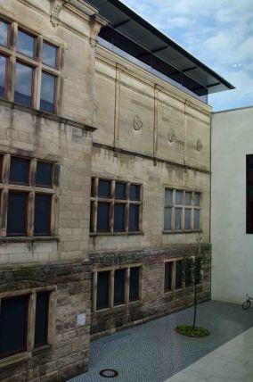 Zwischen Alt- und Neubau im LWL-Museum für Kunst und Kultur