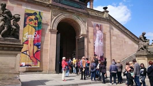 Warteschlange vor dem Museum