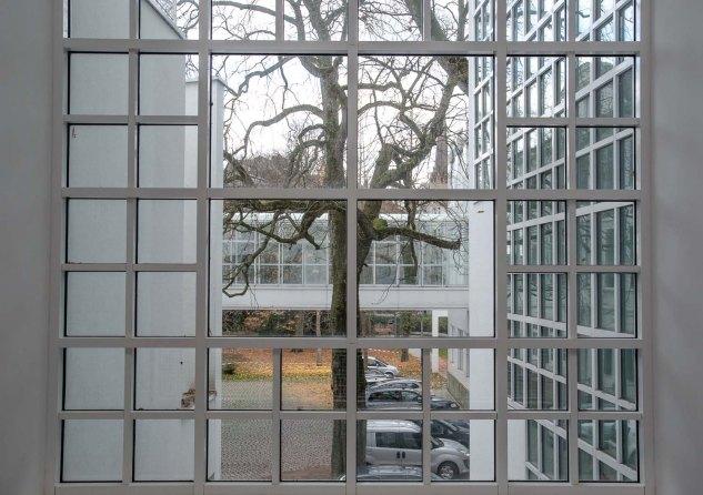 museum angewandte kunst Der Museumsbau besticht durch seine Symmetrie und schlichte Eleganz.
