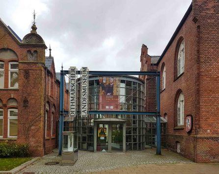 """Dithmarscher Landesmuseum mit der Sonderausstellung """"Glaube, Macht und Selbstjustiz"""" bis 19. November 2017 zu sehen."""