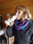 Julia musste die frische Milch probieren...