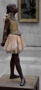La Petite Danseuse de quatorze ans als Bronzeplastik im Musée d'Orsay, Paris