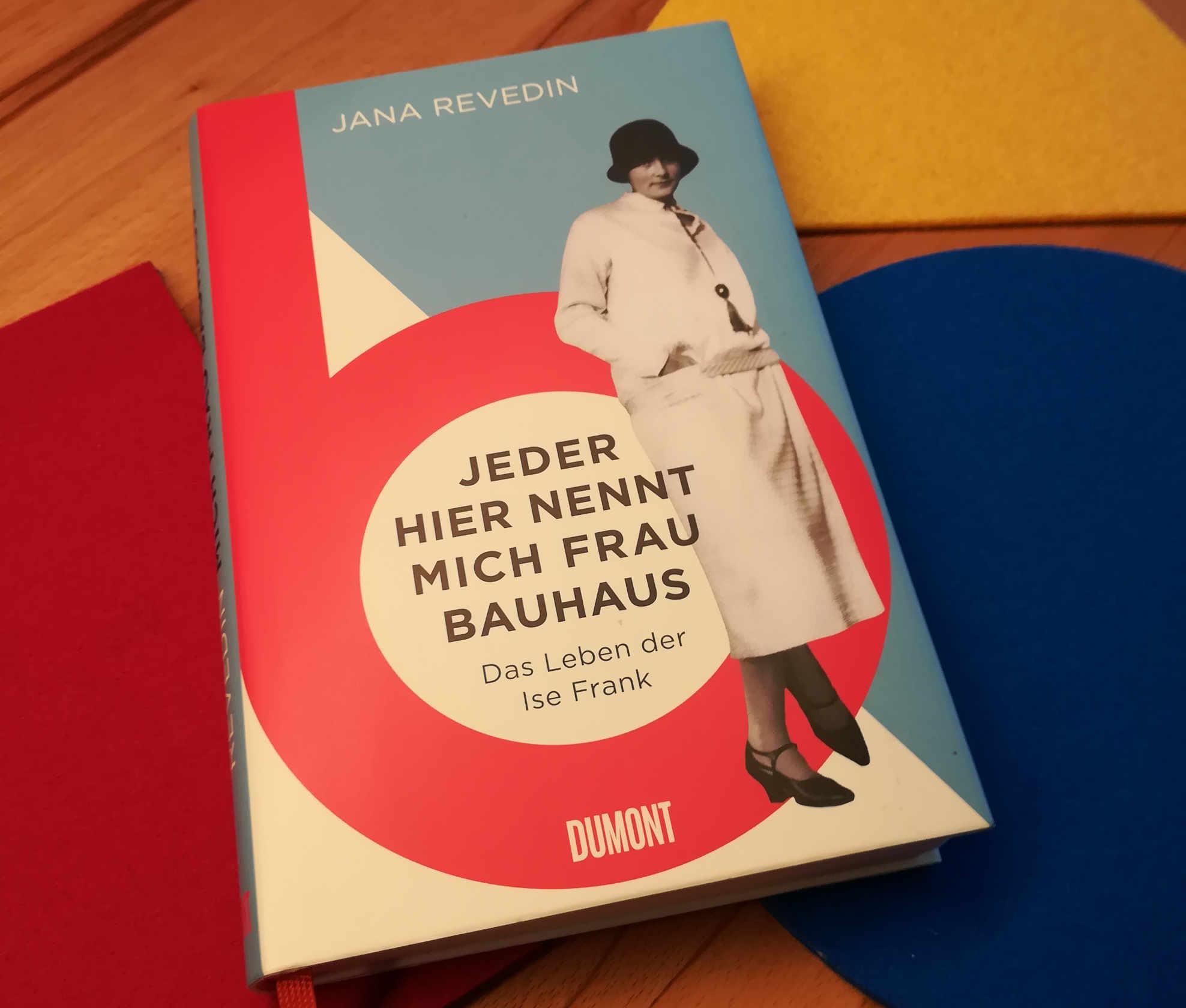#artbookfriday | Jeder hier nennt mich Frau Bauhaus