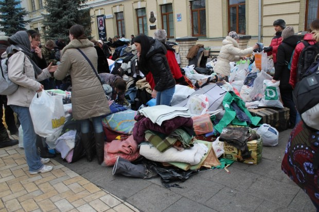 Innsamling av klær i Mikhailovskij kirken onsdag lite bilde