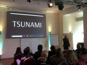 """Tsunami in der Villa Media Wuppertal bei """"Business meets Influencer"""" am 04.04.2019 im Keynote von Stephan Vogelskamp"""