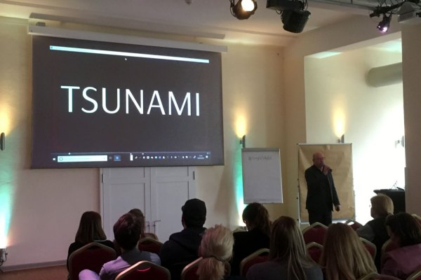 "Tsunami in der Villa Media Wuppertal bei ""Business meets Influencer"" am 04.04.2019 im Keynote von Stephan Vogelskamp"