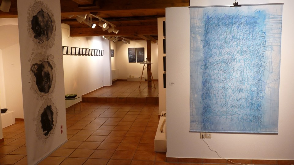 "Blick in die Ausstellung ""Meer als Worte - Part II"" in der KunstGalerieHans Dresden"