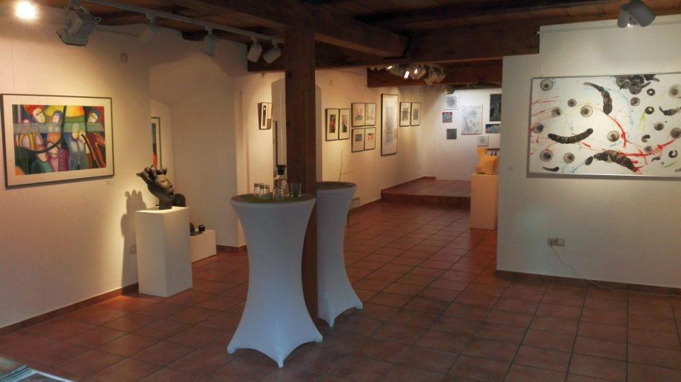 Blick in die AiR 2019 Ausstellung in der KunstGalerieHans