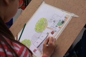 Zeichnendes Kind