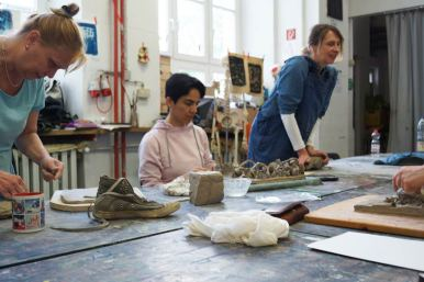 Teilnehmerinnen bei der Arbeit