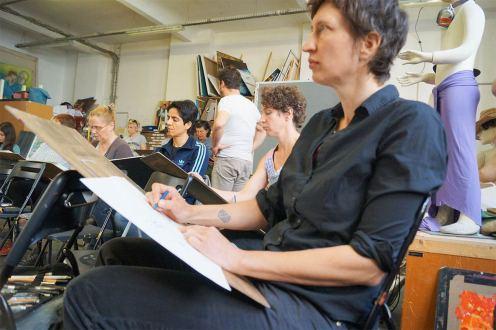 Studenten beim Zeichnen