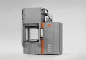 Ergonomisch optimierte Vertikalmaschine MTF 1500/250 mit neuem Schließeinheitskonzept, ergonomischer Bedienhöhe und verbesserter Plattenparallelität | Foto: Maplan