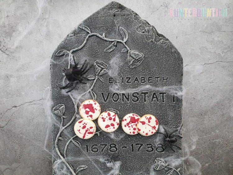 Halloween Splatter-Cookies Mürbteig Zuckerguss Lebensmittelfarbe