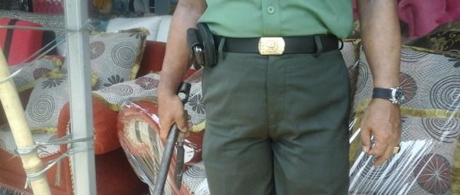 Sebilah pisau dan alat yang bisa digunakan sebagai senjata yang diamankan dari salah satu anggota kelompok Cepi Cs pada saat demo di Galuga (dok. KM)