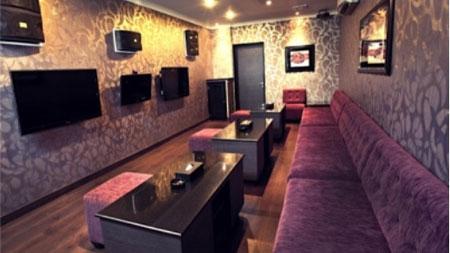 Ilustrasi tempat karaoke