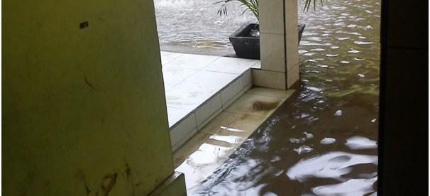 Lokasi MI MWB PUI Cisaat yang terkena dampak banjir ketika hujan deras tiba (dok. KM)