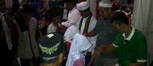 Santunan kepada yatim yang disalurkan oleh warga Kp. Nagrog, Desa Tegal, Kec. Kemang Bogor 4/6 (dok. KM)