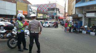 Anggota kepolisian berjaga-jaga di dekat kawasan Jembatan Merah, Kota Bogor (dok. KM)