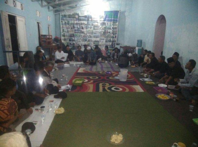 Pertemuan tokoh masyarakat Desa Tamansari, Kecamatan Tamansari, saat membentuk FORMAPTA, Sabtu 28 /10 (dok. KM)