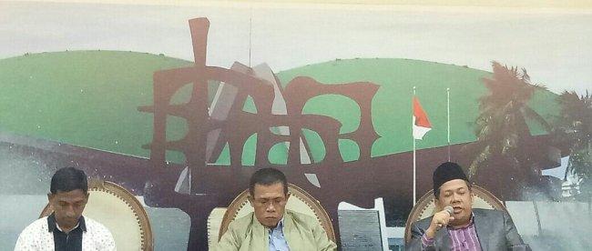 Fahri Hamzah dan Masinton Pasaribu berbica pada acara diskusi tentang KPK di Gedung DPR, Selasa 14/11 (dok. KM)