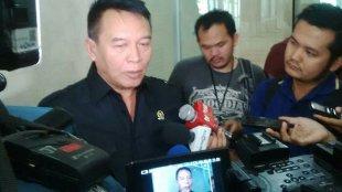 Politisi PDIP TB Hasanudin memberikan keterangan kepada wartawan (dok. KM)