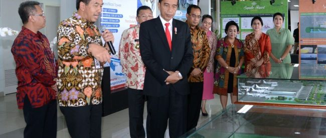 Presiden Joko Widodo meninjau Bandara Supadio di Pontianak (dok. Setpres)