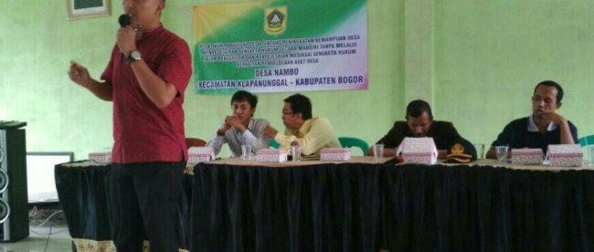 Pemateri dari Kantor Hukum Sembilan Bintang & Partners di Kantor Desa Nambo, Kabupaten Bogor 9/3/2018 (dok. KM)