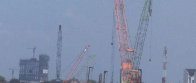 Alat berat milik PT. PP di lokasi lahan yang diserobot di Bekasi Selatan (dok. KM)