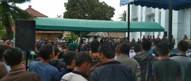 Pelaksanaan hukuman cambuk di hadapan umum di Aceh (dok. KM)
