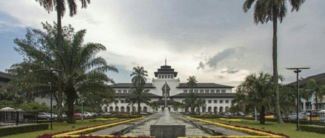 Gedung Sate, Bandung (KM stock)