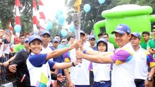Prosesi Penyerahan Obor Asian Games 2018 Melanie Putria Kepada Bima Arya Sugiarto, Selasa 14/8/2018 (dok. KM)