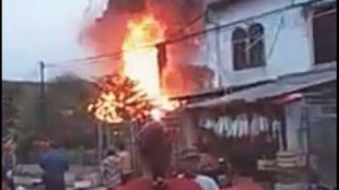 Suasana bangunan yang terbakar di kawasan Pasar Anyar, Kota Tangerang, Rabu 20/2/2019 (dok. KM)