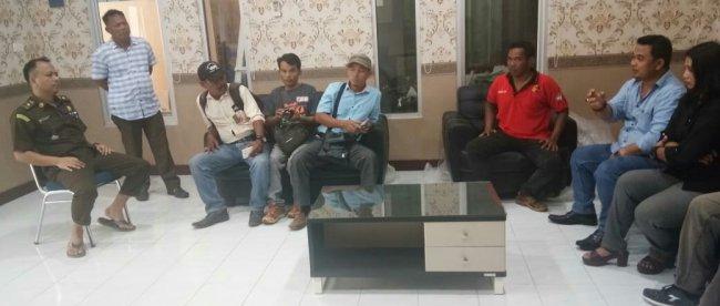 Puluhan wartawan saat mendatangi kantor Kejaksaan Tinggi (Kejati) Provinsi Babel, Senin 24/6/2019 (dok. KM)