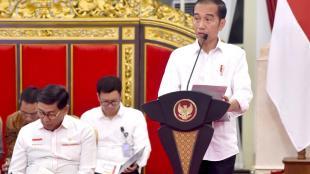 Presiden Joko Widodo memberikan pengantar dalam sidang kabinet paripurna di Istana Negara, pada Senin, 5/8/2019