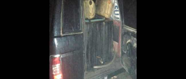 Salah satu mobil yang digunakan dalam penimbunan solar ilegal yang di Waringinkurung, Serang, Banten.