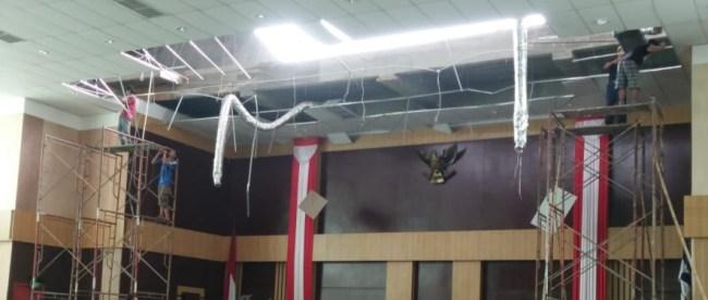 Kondisi atap ruang rapat paripurna DPRD Kota Bogor (dok. KM)