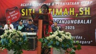 Siti Fatimah menyampaikan sambutan dalam acara Syukuran dan Pernyataan Sikap dirinya untuk menjadi Calon Wali Kota Tanjungbalai 2020-2025 (dok. KM)