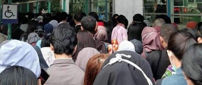 Penumpukan penumpang di halte Transjakarta Pinang Ranti, Jakarta Timur, 16/3/2020 (dok. KM)