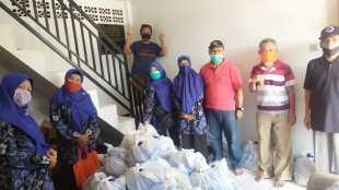Tim Panitia Peduli Covid-19 Rw 08 Jelang Pembagian Paket Donasi, Rabu 22/4/2020 (dok. KM)