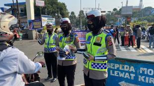 Pembagian Masker Polres Bogor di Gadog, Bogor (dok. KM)