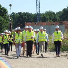Marszałek Adam Struzik na placubudowy nowego szpitala w Drewnicy