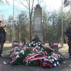 Mieszkańcy Strachówki i Powiatu Wołomińskiego oddali hołd Bohaterom Powstania Styczniowego…