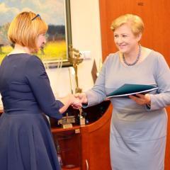 """Kolejne środki zewnętrzne płyną do Gminy Wołomin! Burmistrz Elżbieta Radwan pozyskała ponad 3 mln złotych na termomodernizację trzech szkół i """"Huraganu""""!"""